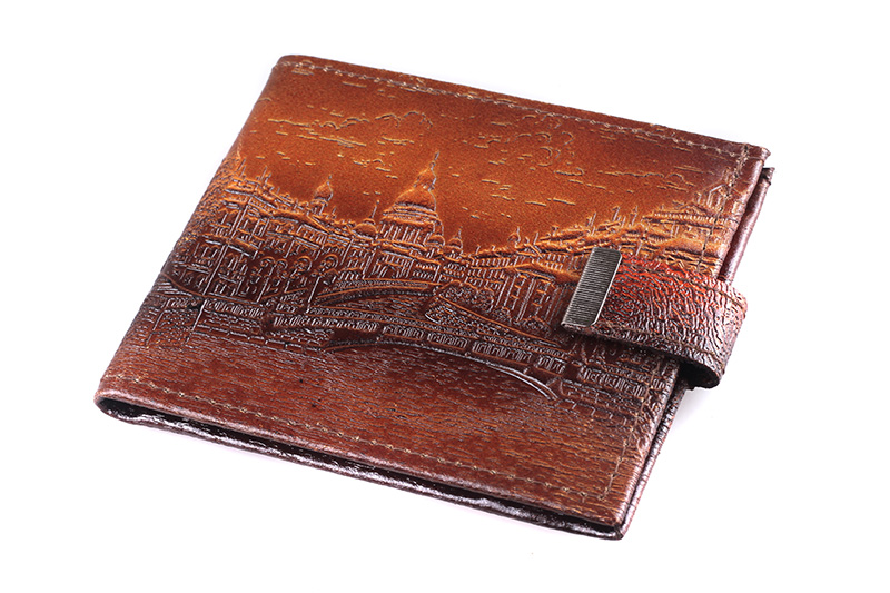 Изображение на кошелек нанесено методом тиснения, благодаря...